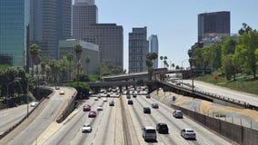 Lapso de tiempo - vista del tráfico en la autopista sin peaje ocupada 10 en Los Ángeles céntrico almacen de video