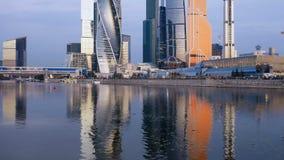 Lapso hyper da manhã do centro de negócios da cidade de Moscou vídeos de arquivo