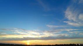 Lapso 4K del cielo de la puesta del sol almacen de video