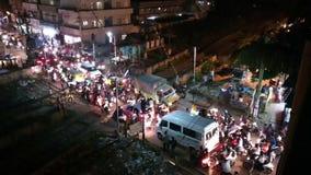Lapso ocupado del tráfico del cruce ferroviario de Bangalore a tiempo metrajes