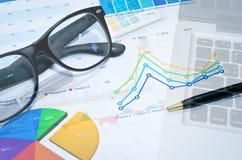Laptob e gráficos imagem de stock