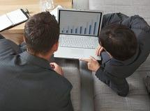 laptopów biznesowi ludzie obraz stock