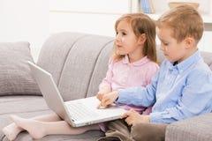 laptopów komputerowi rodzeństwa obrazy royalty free