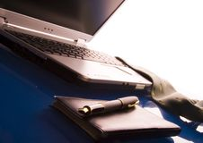 Laptop & Pen Royalty-vrije Stock Foto's
