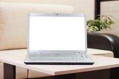Laptop auf der Tabelle Stockbild