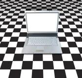 Laptop auf Kontrolleur-Vorstand Lizenzfreie Stockfotos