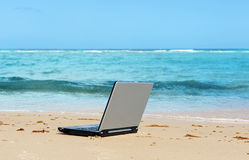 Laptop on the beach Royalty Free Stock Photography