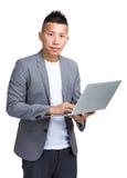 laptop biznesmena gospodarstwa Zdjęcie Stock