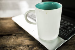 Laptop and coffee cup Royalty Free Stock Photos