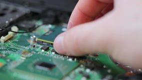 Laptop componentenreparatie stock videobeelden