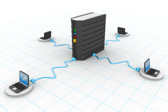 Laptop Computer aan de server wordt aangesloten die Stock Foto's