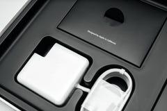 Laptop-Computer Apples MacBook Pro unboxing Stockbilder