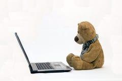 LAPTOP COMPUTER en TEDDYBEER Stock Foto's