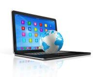 Laptop Computer en Wereldbol Stock Afbeeldingen
