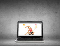 Laptop computer with fitness application on screen Royalty Free Stock Photos