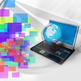Laptop computer met Aardebol Stock Foto's