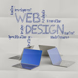 Laptop computer met de hand getrokken pictogrammen van het Webontwerp Royalty-vrije Stock Foto's