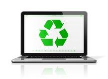 Laptop computer met een recyclingssymbool op het scherm milieu Stock Foto's