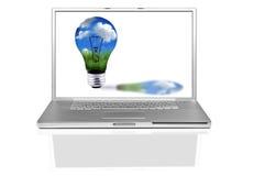 Laptop-Computer mit grünem Energie-Konzept Stockbild