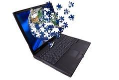 Laptop-Computer mit Puzzlespiel Lizenzfreies Stockfoto