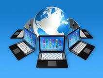 Laptop-Computer um Weltkugel Lizenzfreies Stockfoto