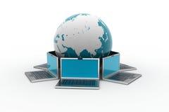 Laptop computers rond een wereld Royalty-vrije Stock Afbeelding