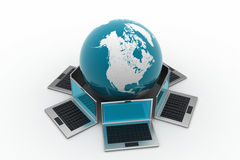 Laptop computers rond een wereld Stock Foto