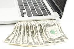 Laptop contant geld Stock Foto's