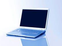 Laptop die op wit wordt geïsoleerdr Stock Afbeeldingen
