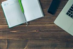 Laptop en agenda op het bureau Royalty-vrije Stock Afbeelding
