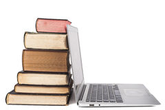 Laptop en Boeken Royalty-vrije Stock Foto's
