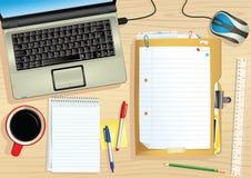 Laptop en bureau Royalty-vrije Stock Afbeeldingen