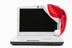 Laptop en de hoed van de Kerstman royalty-vrije stock foto