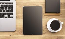 Laptop en gadgets op lijst Royalty-vrije Stock Afbeelding