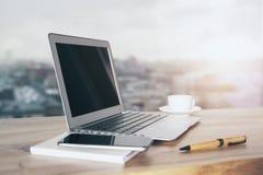 Laptop en telefoonkant Royalty-vrije Stock Afbeelding
