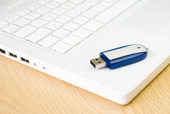 Laptop and flash pen drive Royalty Free Stock Photos