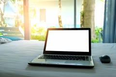 Laptop gezet op de laag Royalty-vrije Stock Fotografie