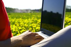 Laptop het aardwerk Stock Fotografie