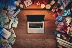 laptop jest Santa Zdjęcia Stock
