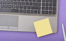 Laptop klawiatury zakończenia widok z notepad Fotografia Stock