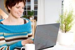 laptop kobieta Zdjęcia Royalty Free
