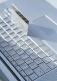 Laptop-Kreditkarte Stockbilder