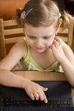 laptop mała dziewczyna Zdjęcia Stock
