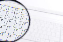 Laptop Magnifying Glass Royalty Free Stock Photos
