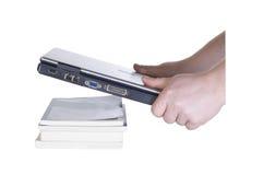Laptop in mensenhanden Stock Foto's