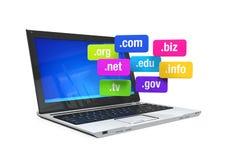 Laptop met Domeinnamen Stock Afbeeldingen