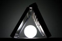 Laptop met een licht Stock Afbeeldingen