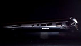 Laptop met gebroken buitenomhulsel wijd Stock Foto
