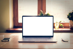 Laptop met het lege scherm op lijst Model Royalty-vrije Stock Foto
