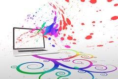 Laptop met kleurrijk spiraalvormig ontwerp Stock Foto's